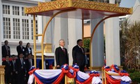 Viet Nam dan Laos untuk selama-lamanya bersama-sama menempuh jalan kemerdekaan nasional  dan sosialisme