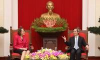 Kepala Departemen Ekonomi KS PKV, Nguyen Van Binh menerima Duta Besar urusan Perubahan  Iklim dari  Kanada