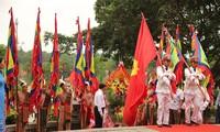 Rakyat seluruh  Viet nam dengan hormat berkiblat ke upacara hari haul cikal bakal bangsa  Raja Hung 2019