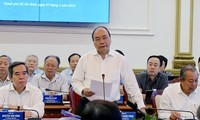 Subkomisi Sosial-Ekonomi mengadakan temu kerja dengan daerah-daerah di Viet Nam Selatan