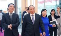 """Badan usaha teknologi Vietnam dengan slogan: Berkreasi di Viet Nam, merancang di Viet Nam, Viet Nam menguasai teknologi dan  berinisiatif dalam produksi"""""""