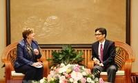 Deputi PM Viet Nam, Vu Duc Dam menerima Kepala Perwakilan UNICEF di Viet Nam