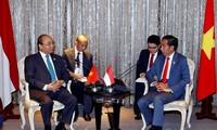 PM Viet Nam, Nguyen Xuan Phuc bertemu dengan  PM Thailand dan pemimpin negara-negara ASEAN