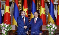 PM Vietnam, Nguyen Xuan Phuc melakukan pembicaraan dengan PM Republik Armenia
