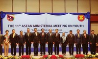 Mendorong peranan kaum pemuda dalam perkembangan yang berkesinambungan dan konektivitas  kawasan ASEAN
