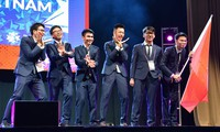 Rombongan pelajar Viet Nam meraih 2 medali emas dan 4 medali perak pada  IMO-2019