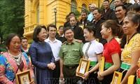 Wapres Vietnam, Dang Thi Ngoc Thinh  menerima  rombongan kepala dukuh dan orang yang berkewibawan Provinsi Lai Chau