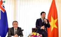 Deputi PM Trinh Dinh Dung mengunjungi Kedubes Vietnam di Australia dan menemui para diaspora Vietnam