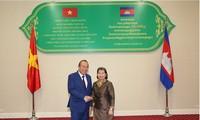 Deputi Harian PM Truong Hoa Binh melakukan kunjungan di Kerajaan Kamboja