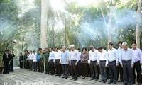 Para pemimpin Partai, Negara dan Pemerintah Vietnam berkunjung dan  memberikan bingkisan Hari Raya Tet  di beberapa daerah