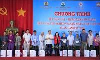 """PM Nguyen Xuan Phuc menghadiri program: """"Hari Raya Tet saat seluruh keluarga berkumpul lengkap"""""""