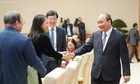 PM Nguyen Xuan Phuc menghadiri pertemuan dengan para wakil dari beberapa organisasi sosial-politik  dan  asosiasi massa rakyat
