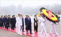 Para pemimpin Partai dan Negara Vietnam datang berziarah kepada Mousolium  Presiden Ho Chi Minh sehubungan dengan Hari Raya Tet 2020