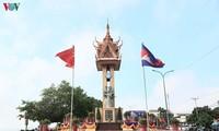 Meresmikan   Monumen Persahabatan Vietnam-Kamboja  di Provinsi Kampong Cham