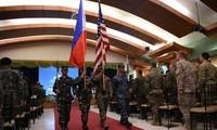 Reaksi yang diberikan  oleh kalangan otoritas AS terhadap Filipina yang menghentikan permufakatan militer