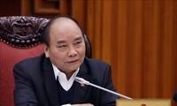 PM Nguyen Xuan Phuc memimpin sidang badan harian Pemerintah tentang usaha mengatasi problematik  dan kesulian yang dihadapi oleh bidang produksi gula tebu