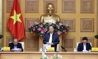 PM Nguyen Xuan Phuc meminta untuk gigih melakukan karantina terhadap orang-orang dari kawasan wabah yang masuk ke Vietnam