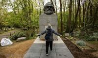 Dedikasi-dedikasi besar dari Karl Marx- Nilai ideologi dan daya  hidup dalam  zaman sekarang