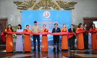Pareman foro sehubungan dengan peringatan HUT ke-25 penggalangan hubungan diplomatik Vietnam-AS