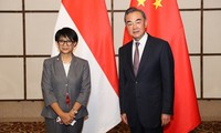 Menlu Indonesia, Retno Marsudi  berseru kepada Tiongkok supaya mematuhi hukum dalam masalah Laut Timur