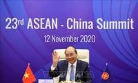 Tiongkok  bersama dengan ASEAN menghargai perdamaian melalui dialog dan musyawarah  untuk memecahkan  sengketa