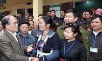 Nguyen Sinh Hung en visite dans la commune de Thien Ky, province de Lang Son