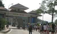 """""""Vietnam Summer Camp"""" takes overseas Vietnamese to many historical sites"""