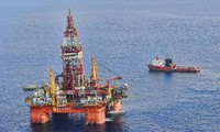 Vietnamese fishermen oppose China's illegal acts