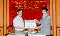Vietnam Red Cross presents gifts to soldiers and people on Truong Sa