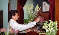 Prime Minister Nguyen Tan Dung pays tribute to President Ho Chi Minh