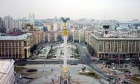 Vietnamese help rebuild Kiev's center