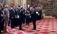 Ambassador Nguyen Ngoc Son presents credentials to Co-Prince of Andorra