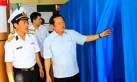NA Vice Chairman Do Ba Ty monitors election preparations in Truong Sa district