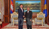 Cambodian NA and government leaders receive Secretary of HCMC's Party Committee