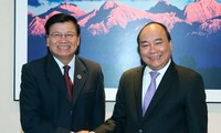 Vietnamese, Lao Prime Ministers pledge to reinforce special relations