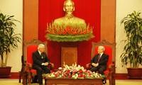 Party Leader Nguyen Phu Trong receives visiting Singaporean President