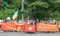 Overseas students in US protest China's acts in Vietnam's waters