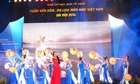 Award ceremony for drawing contest on Vietnam's sea and islands