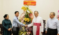 HCM City authorities extend Christmas greetings to parishioners