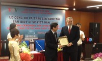 """Prizes awarded for VOV's contest """"What do you know about Vietnam?"""""""