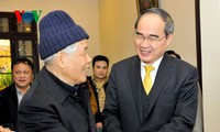 VFF President pays Tet visits to former Party and State leaders
