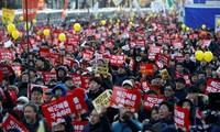 Hundreds of thousands South Koreans demand President Park Geun-hye to resign