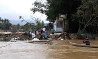 向平定省洪灾灾民提供两千吨大米紧急援助