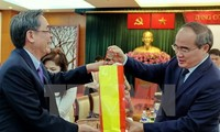 VFF President meets overseas Vietnamese