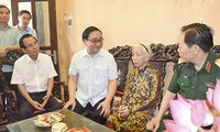 Vietnam commemorates service of national contributors