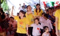 """""""孩子的太阳""""志愿者组织为艾滋病儿童举行慈善活动"""
