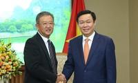 Vuong Dinh Hue reçoit Ng Keng Hooi