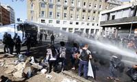 Italie: Migrants et policiers s'affrontent à Rome