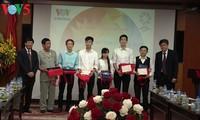 La Voz de Vietnam entrega los primeros premios del concurso acerca del APEC 2017