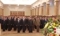 Kim Jong-un au mausolée de Kumsusan pour le 6e anniversaire du décès de son père
